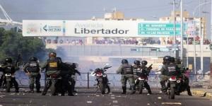 GNB reprime protestas de comerciantes en el mercado Las Pulgas