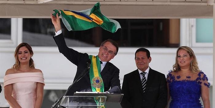 jair bolsonaro, recibe banda presidencial (3)