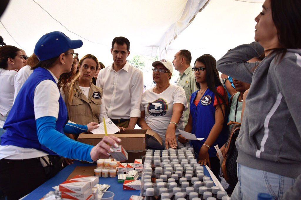 Guaidó con Lilian Tintori en jornada humanitaria de Rescate Venezuela en Vargas