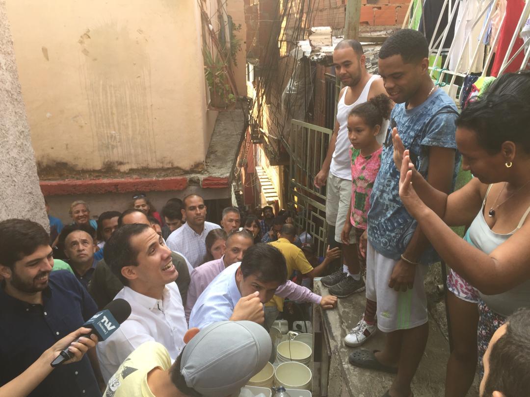 Guaidó hace recorrido por Petare