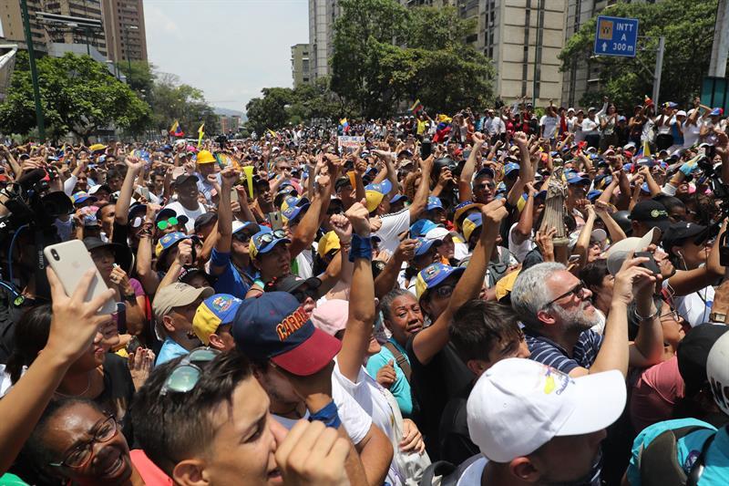 Resultado de imagen para Concentración de hoy en la plaza Alfredo Sadel con Guaidó