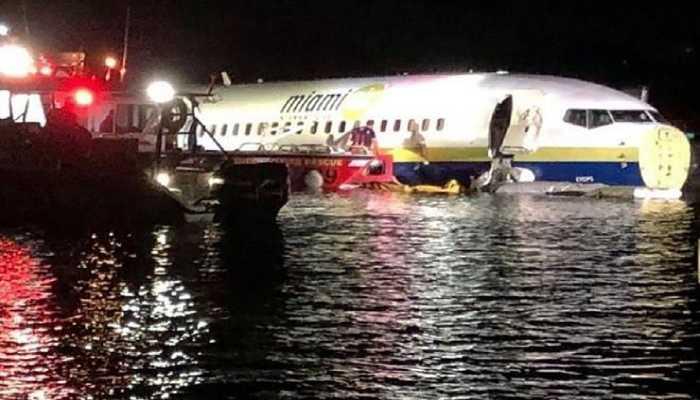 Boeing 737 se sale de la pista y acaba en un río en Florida_opt (1)