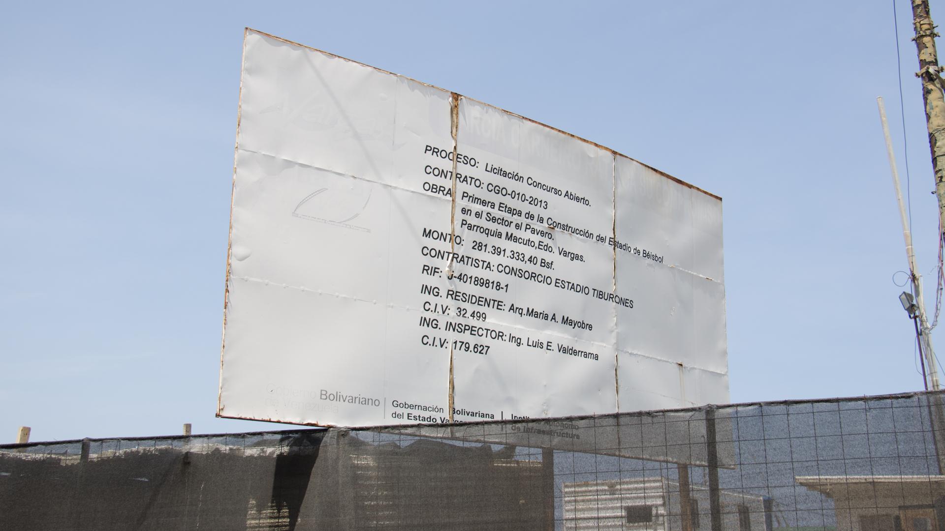 cartel informativo de la construccion del estadio carlos cafe martinez de los tiburones de la guaira
