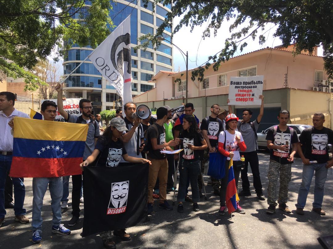 manifestantes, embajada de rusia 3