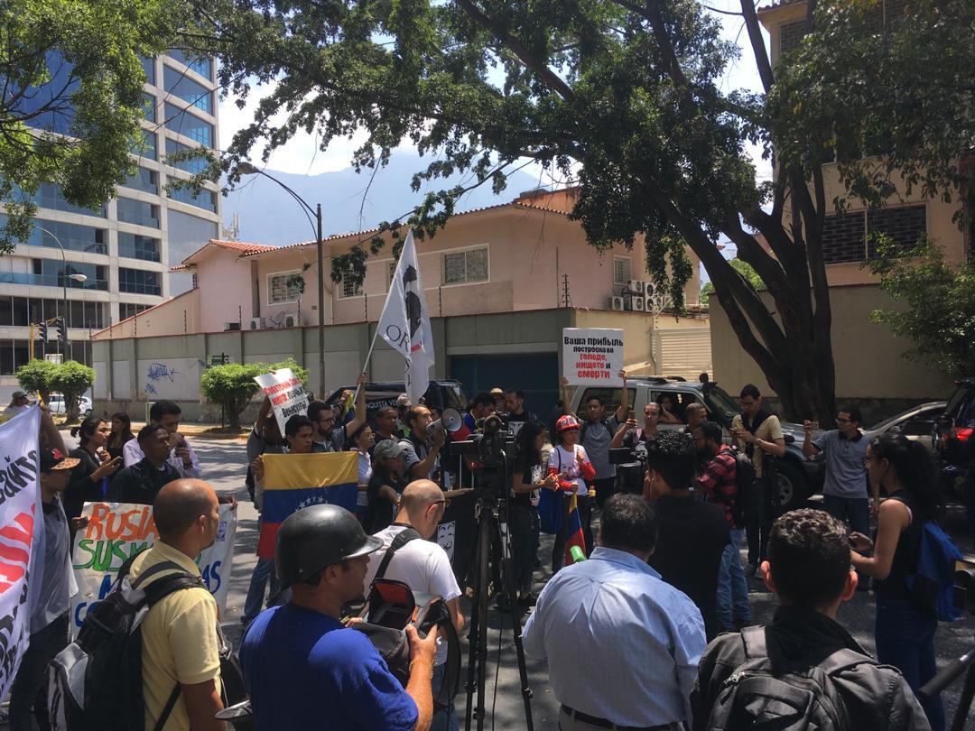 manifestantes, embajada de rusia 5