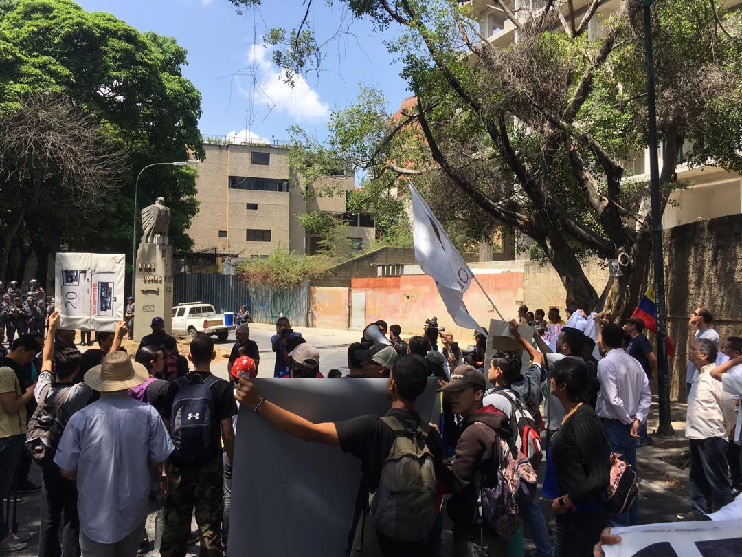 manifestantes, embajada de rusia 8