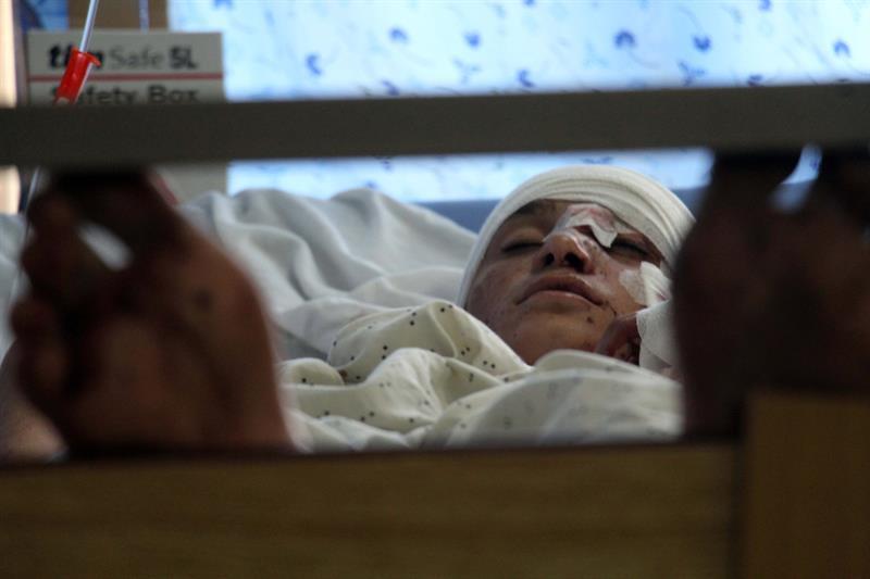 Resultado de imagen para 34 muertos al explotar una mina al paso de un autobús en Afganistán