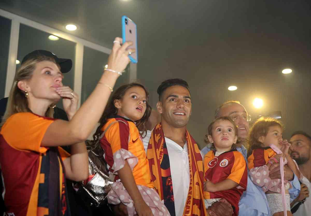 Falcao es recibido en el Galatasaray