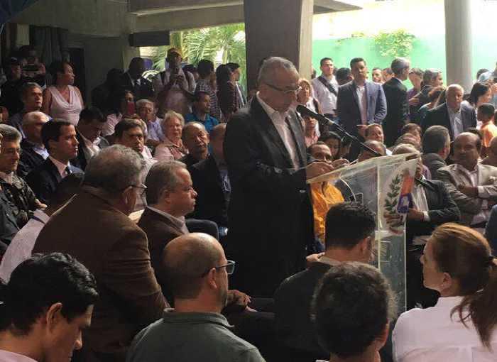 Rodrigo Cabezas en acto con Guaidó
