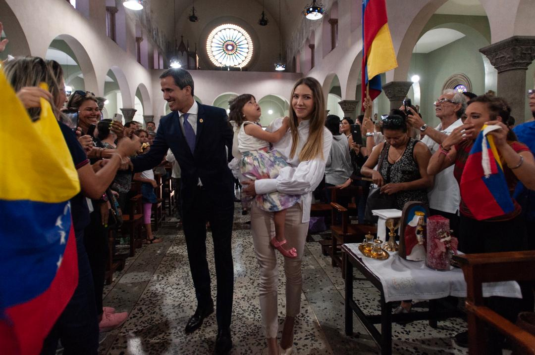 Guaidó participó en misa a la Virgen de Coromoto en Caracas