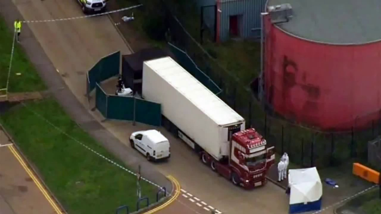 Hallan 39 cadáveres en un camión frigorífico en Inglaterra